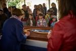 La Fête au Vieux-Village - Dégustation du gâteau du 50e anniversaire